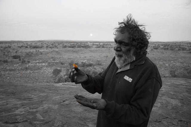 Ngayuku mamangku witira kanyini tjala kinara pakany tjanka (My father holding Honey ants when the moon is rising).